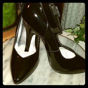 Ladies heels black